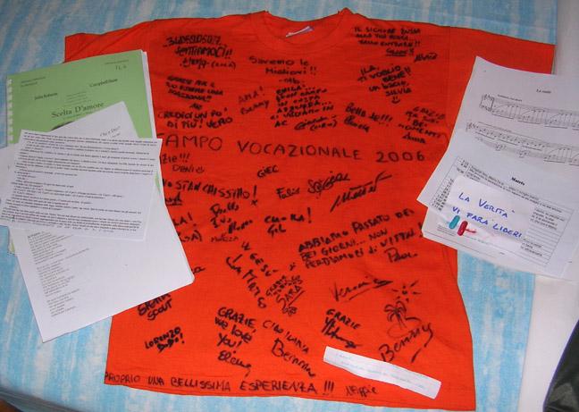 maglietta con le firme di tutti, schede e sussidio del campo